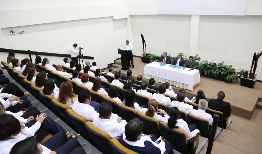 entrega de reconocimientos por conclusión de Diplomado en congreso del estado